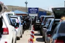 Очередь в Крым: водители перевернули автомобиль депутата Госдумы